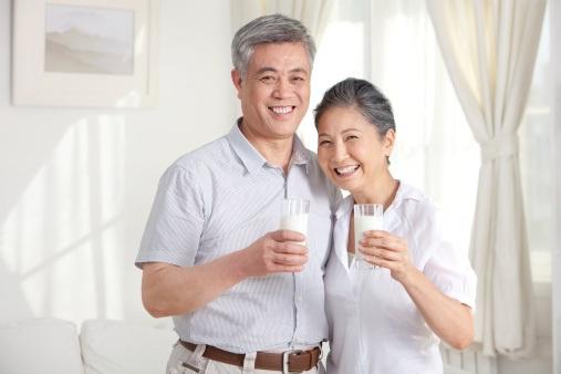 5 thức uống giúp người già khỏe đẹp