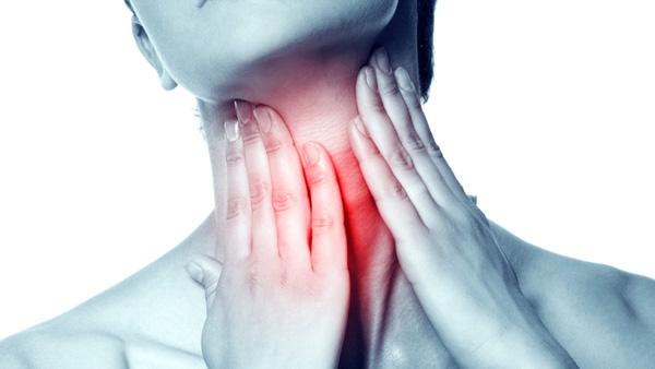 Mẹo làm dịu nhanh cơn đau họng