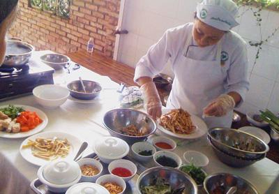 Công nhân cần có bữa ăn hợp lý dinh dưỡng và được khám sức khỏe định kỳ.