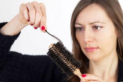 Phòng rụng tóc ở phụ nữ sau sinh