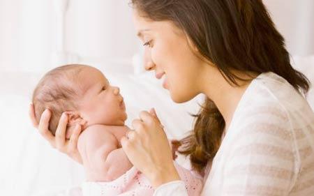 Trẻ sơ sinh bị rung môi, rùng mình nhiều có đáng lo?