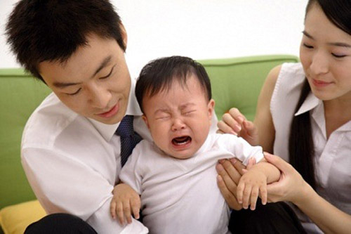Trẻ khóc ăn vạ, ngưng thở có chừng! - Ảnh 1