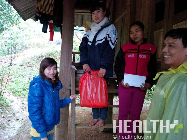 IMC trao học bổng cho học sinh nghèo vượt khó tại Hòa Bình - Ảnh 1