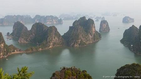 Vịnh Hạ Long vào Top 15 kỳ quan núi đá đẹp nhất thế giới - Ảnh 1