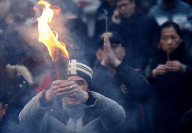 Đi lễ chùa đầu năm là một trong những nét văn hóa truyền thống không thể thiếu trong đời sống tâm linh của đa số người dân châu Á.