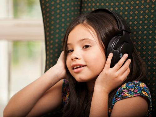 7 dấu hiệu cảnh báo trẻ bị khiếm thính