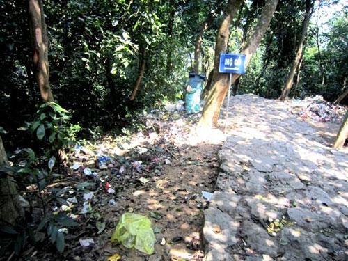 Di tích chùa Non - núi Thần Đinh ngập rác thải