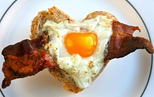Video: Hãy ăn sáng với trứng và thịt