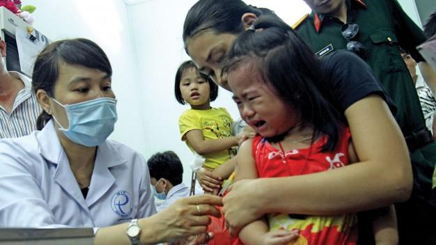 Hà Nội bắt đầu tiêm vaccine sởi - rubella miễn phí cho trẻ