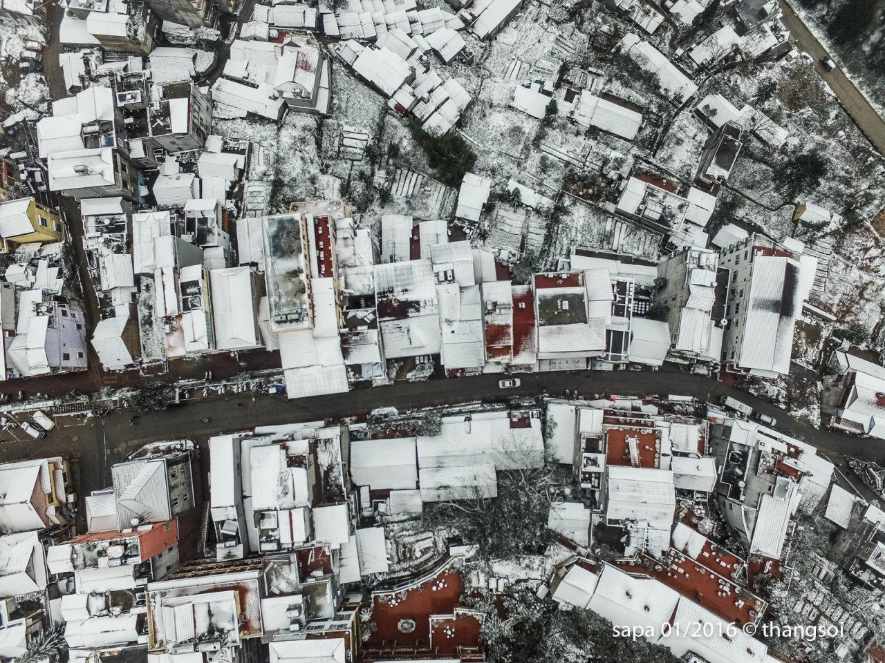 Tuyết phủ trắng xoá Sapa nhìn từ trên cao bằng flycam - Ảnh 7