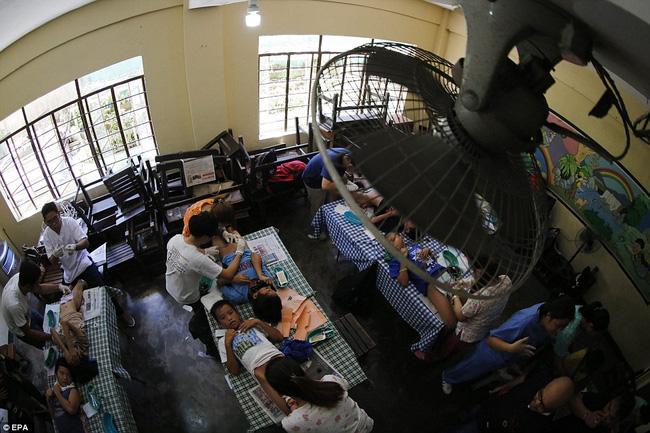 300 cậu bé đau đớn trong nghi thức cắt bao quy đầu tại Philippines - Ảnh 5