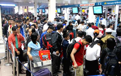 Hàng không bị cắt một nửa số chuyến đăng ký bay thêm dịp Tết - Ảnh 1