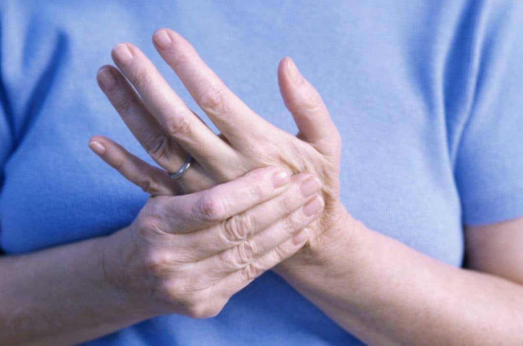 Triệu chứng cảnh báo viêm khớp dạng thấp ở tay  - Ảnh 1